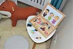 Detský kreatívny kútik ☺️ Magnetická tabuľka od Lucy and Leo @lucyandleo.eu obsahuje postavičky z magnetiek, tabuľu na kreslenie s fixou a z druhej strany tabuľu na kreslenie kriedami. Súčasťou sú aj kartičky na poznávanie postavičiek ☺️ Hra rozvíja detskú motoriku, fantáziu, kreativitu a logiku. Lucy and Leo vytvorili 3 typy tabuliek podľa veku dieťaťa. Nájdete ich na našich stránkach. @emitexsk_kidilove Floor Chair, Flooring, Furniture, Home Decor, Decoration Home, Room Decor, Wood Flooring, Home Furnishings, Home Interior Design