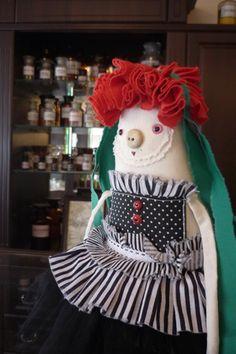 Похороны Великой Мамы #маркес #doll #artdoll #куклы #кукла #музей #аптека #тула #королева #хендмейд