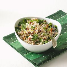 Blue Cheese Orzo Salad Recipe -The crunch of walnuts and bacon is a pleasant contrast to the creamy rice-shaped pasta. The blue cheese and arugula lend a satisfying, savory quality. Orzo Salad Recipes, Pasta Recipes, Cooking Recipes, Healthy Recipes, Potluck Recipes, Dinner Recipes, Salad Bar, Side Salad, Soup And Salad
