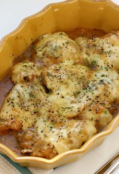 Instant Pot French Onion Chicken Instant Pot French Onion Chicken—caramelized onions with a flavorful sauce surrounds chicken that is topped with melty Swiss cheese. Slow Cooking, Pressure Cooking, Cooking Food, Instant Pot Dinner Recipes, Delicious Dinner Recipes, Crockpot Recipes, Chicken Recipes, Cooking Recipes, Onion Recipes