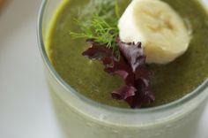 Green Smoothie for Vibrant skin: Mango, Banana, coconut, basil and mixed greens