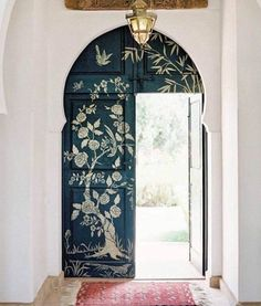 Hand painted keyhole door | Unplugged eclectic decoration Ideas | Minimal | Minimalist | Boho Minimal | Boho home | The art of self-care | Be fully present | Discovering Yourself | Center Yourself | Whole Lifestyle | Clean Living