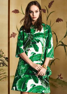 Discover the new Dolce & Gabbana Women's Botanical Garden Collection for Fall Winter 2016 2017 and get inspired. Fashion Moda, Big Fashion, Fashion Photo, Womens Fashion, Ladies Fashion, Fashion Trends, Dolce & Gabbana, Botanical Fashion, Tropical Fashion