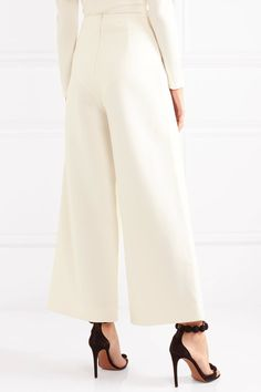Cream crepe Concealed zip fastening along back 48% polyester, 23% nylon, 25% rayon, 4% elastane Dry clean
