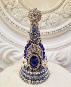 blue RHINESTONE vintage earrings Christmas tree necklace lot * Jewelry statue Jewelry Frames, Jewelry Tree, Old Jewelry, Trendy Jewelry, Jewelry Making, Jeweled Christmas Trees, Cone Christmas Trees, Vintage Christmas, Christmas Diy