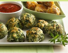 These bite-sized spinach cheese balls from Betty Crocker make the perfect easy appetizer or snack. Kids and adults alike will gobble them up! Spinach Cheese Balls Makes 30 balls 1 box oz) frozen spinach, thawed, squeezed to drain 1 cup Original B Cheese Ball Recipes, Appetizer Recipes, Spinach Appetizers, Cheese Appetizers, Cheese Straws, Sausage Cheese Balls, Cheese Meatballs, Spinach Balls, Tomato Pasta Sauce