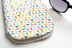 Sewing Machine Embroidery, Diy Phone Case, Phone Cases, Sewing Accessories, Medium, Diy Gifts, Crocs, Purses And Bags, Sunglasses Case