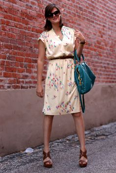 Love this vintage dress! I need to go on a vintage dress hunt asap!
