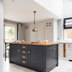 Luxury Bespoke Kitchen, Blackheath London - Humphrey Munson Cga I like the floor! My Living Room, Kitchen Living, New Kitchen, Interior Design Living Room, Kitchen Decor, Kitchen Design, Family Kitchen, Kitchen Paint, Best Kitchen Cabinets