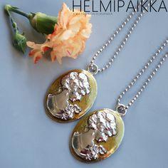 Kenelle sinä antaisit toisen? Käy kertomassa se Helmipaikan FBssä ja IGssä. Pendant Necklace, Jewelry, Jewlery, Bijoux, Jewerly, Jewelery, Drop Necklace, Jewels, Accessories
