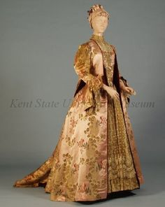 House of Worth Label: C. 1890s Fashion, Edwardian Fashion, Vintage Fashion, Edwardian Era, Vintage Gowns, Vintage Outfits, Victorian Dresses, Victorian Ladies, Edwardian Clothing