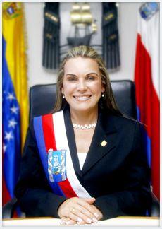 Alcaldesa entrega electrodomésticos