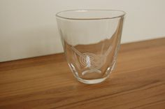 やわらかい感じのグラスに水引のデザインをサンドブラスト加工した作品になります。水引のデザインは色々あります。お好きなデザインをお選びください。口径約86mm ... ハンドメイド、手作り、手仕事品の通販・販売・購入ならCreema。