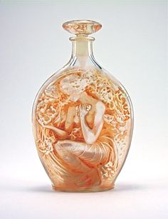 René Lalique (1860-1945). Roger & Gallet Flausa perfume bottle and stopper. 1914. Clear and frost glass. s.l.