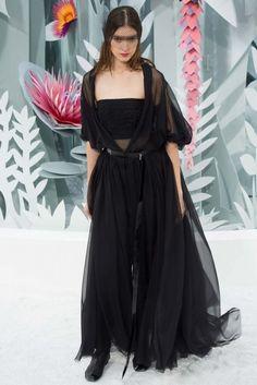 Chanel 2015 Couture İlkbahar Koleksiyonu - Renkli, hafif ve 3 boyutlu çiçekler ile süslenmiş kadınsı ve cesur görünümü ile Chanel 2015 Couture İlkbahar Koleksiyonu...(Chanel Couture spring 2015)