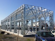 structura metalica hala Steel Frame House, Steel House, Construction Container, Steel Structure Buildings, Architectural Engineering, Trailer Build, Container Buildings, Fancy Houses, Civil Engineering