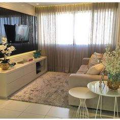 23 Charming Beige Living Room Design Ideas To Brighten Up Your Life Interior Paint Colors For Living Room, Beige Living Rooms, Small Living Rooms, Rugs In Living Room, Living Room Designs, Dining Room Table Decor, Room Decor, Home Decor Furniture, Apartment Design