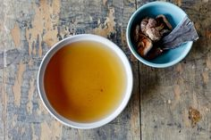 Kombu broth, or dashi, is as quintessential to Japanese cooking as chicken broth is to American cooks. The ingredients are incredibly simple, and the technique for making dashi is much easier than any other broth you can make. Vegan Vegetarian, Vegetarian Recipes, Healthy Recipes, Paleo, Vegan Meals, Healthy Eats, Healthy Foods, Chefs, Italia