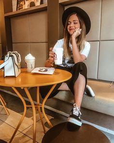 201.9 mil seguidores, 871 seguindo, 2,715 publicações - Veja as fotos e vídeos do Instagram de mamá benevides (@mamabenevides) Coffee Shop Photography, Tumblr Photography, Photography Tips, Coffee Pictures, Photos Tumblr, Tumblr Girls, Foto E Video, Lightroom, Instagram
