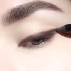 Gleam Stunning Shadows Transform A new stunning eye shadows video! makeup makeup video shadows transform video shadow colors shadow design – Das schönste Make-up Daily Eye Makeup, Korean Eye Makeup, Makeup Eye Looks, Asian Makeup, Makeup Inspo, Makeup Art, Makeup Inspiration, Beauty Makeup, Eyebrow Makeup