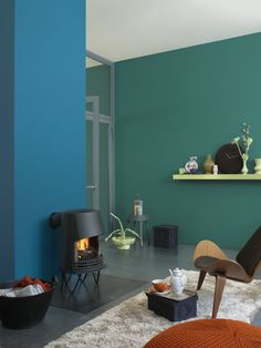 Rich, saturated colours give a living room space a dramatic look. Pick harmonising shades such as Blue Diamond 2 and Azure Fushion 3 for a restful and calm mood.