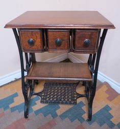 Ideas sewing machine cabinet repurposed drawers for 2019 Antique Sewing Machine Table, Old Sewing Tables, Sewing Machine Drawers, Sewing Machine Projects, Antique Sewing Machines, Sewing Machine Cabinets, Singer Sewing Tables, Diy Furniture Projects, Refurbished Furniture