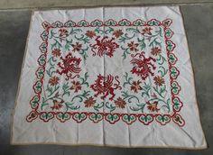 alte antike Jugendstil Tischdecke bestickt Löwen Drachen Blumen um 1900 in Antiquitäten & Kunst, Design & Stil, 1890-1919, Jugendstil |…
