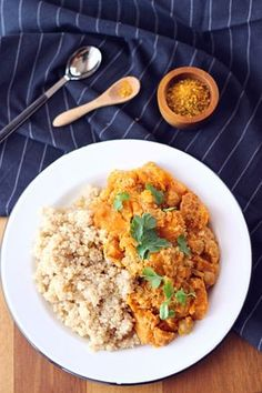 Curry de butternut, pois chiches et quinoa {Sans gluten - Vegan} - Butternut, Chickpea and Quinoa Curry (Gluten Free - Vegan) The Happy Cooking Friends Veg Cutlet Recipes, Veggie Recipes, Indian Food Recipes, Vegetarian Recipes, Healthy Recipes, Quinoa Curry, Vegan Curry, Healthy Eating Tips, Healthy Cooking