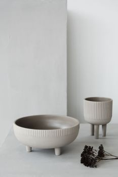 The bowl-series from Kristina Dam studios features a range of beautiful and eye-catching bowls in four different sizes. The bowls are made of terracotta in a grey engobe colour and are glazed inside to hold water, and the bowls therefore also work as flower vases. The exterior of the vase is textured, with the striped pattern having been impressed into the terracotta. A distinctive 3-legged piece of minimalistic elegance. #minimaldesign #scandinaviandesign