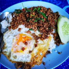 Why take a food tour? Spicy Dishes, Thai Dishes, Eat Thai, Eating At Night, Garlic Paste, Thai Recipes, Street Food, I Foods, Spice Things Up