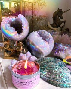 Crystal Room, Crystal Magic, Crystal Decor, Crystal Altar, Crystals And Gemstones, Stones And Crystals, Crystal Aesthetic, Spiritual Decor, Witch Aesthetic