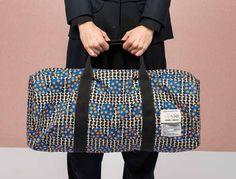ヘンリック ヴィブスコフ、ビョークのオペラ衣装に採用された「地下足袋」を含む4アイテムを展開 | ニュース - ファッションプレス