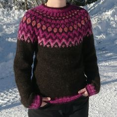 a knit and crochet community Fair Isle Knitting Patterns, Baby Cardigan Knitting Pattern, Knitting Designs, Hand Knitting, Things To Make With Yarn, Diy Crafts Crochet, Icelandic Sweaters, Knit Art, Crochet Wool