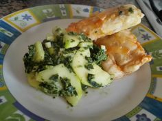 Courgette e espinafres salteados + lombinhos de pescada com molho de tomate