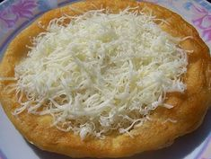 Finom lángos recept, ami fagyasztható is **Katt a képre ha érdekel a receptje** Hungarian Cuisine, Hungarian Recipes, Pastry Recipes, My Recipes, Favorite Recipes, Kefir, Bread Dough Recipe, Good Food, Yummy Food