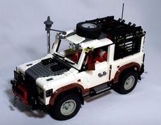 LEGO Land Rover Defender 90 with expedition kit by Yang Nam
