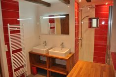 Sdb gris et rouge douche l 39 italienne rendus salles Salle de bain rouge et blanc
