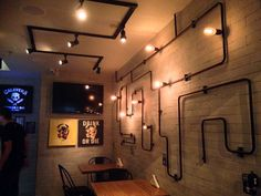 Destemperados - Calavera Kitchen Bar: a arte de esvaziar a mente se fartando em sabores Cafe Design, Store Design, Home Bar Rooms, Pipe Lighting, Mid Century Modern Lighting, Restaurant Concept, Beer Bar, Pub Bar, Restaurant Interior Design