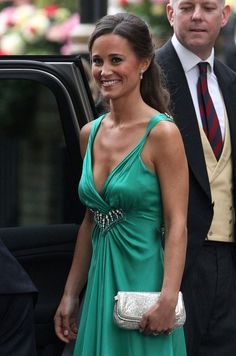 "Kate Middleton's sister, Philippa Charlotte ""Pippa"" Middleton, is a professional party organizer. Pippa Middleton is Kate Middleton's maid of honor. Find pictures of Kate Middleton's sister here. Pippa Middleton Style, Kate Middleton Wedding, Carole Middleton, William Kate Wedding, Emerald Green Bridesmaid Dresses, Kate And Pippa, Princesa Kate Middleton, Bride Sister, Bikini Pictures"