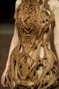 milkshank:  Iris Van Herpen! Love this for nymph costume!!! Been trying to think of a way to add tree bark to mine! Awesome inspiration!