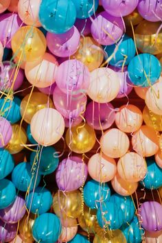 New Birthday Balloons Photography Children Ideas Ballons Fotografie, Hamburg Guide, Birthday Wishes, Birthday Parties, Balloons Photography, Happy Birthday Wallpaper, Balloon Installation, Festa Party, Red Balloon