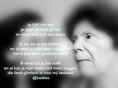Je kijkt me aan... #gedicht #dementie #alzheimer. Bron: https://www.facebook.com/kaaties
