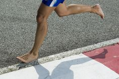 """Thanks to Christopher McDougall's revolutionary book """"Born to Run"""", the latest craze in the running world is going barefoot. As any runner can tell you, if you're not wearing the right shoes or train too hard for your next marathon, it's all… Running Injuries, Running Workouts, Running Tips, Running Shoes, Running Style, Isadora Duncan, Barefoot Running, Walking Barefoot, Barefoot Shoes"""