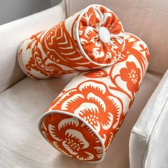 Learn two different ways to make a decorative bolster pillow that are not only are they beautiful, but also make awesome backrests. pillow cute How to Make a Bolster Pillow Ways) Cushion Tutorial, Diy Cushion, Pillow Tutorial, Small Pillows, Baby Pillows, Throw Pillows, Bolster Cushions, Bolster Pillow, Fur Pillow