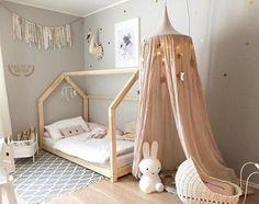 Inspiração: Cama de casinha para dar o toque especial na decor. Você pode encomendar na @bodododesign ela tem uns modelos lindos.    Clique no link para entrar em contato http://bit.ly/1sXnM2K #comprecomamor #mamaeachei    Foto: mommo design