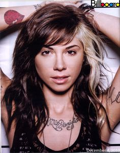 Is Christina Perri's hair the best in the business? Is Christina Perri's hair the best in the business? It appears that Christina Perri has not only got a fan club due to her musical talents. Blonde Chunks, Blonde Streaks, Blonde Highlights, Color Highlights, Highlights Underneath, Carmel Highlights, Chunky Highlights, Bleach Blonde, Long Face Hairstyles