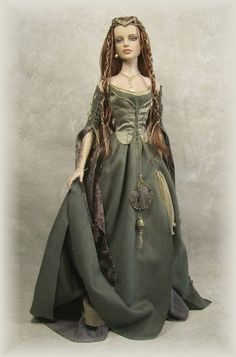 Medieval Doll By Crawford Manor - Yahoo Image Search Results Dollhouse Dolls, Miniature Dolls, Vintage Barbie, Barbie Gowns, Barbie Friends, Historical Costume, Collector Dolls, Ooak Dolls, Ball Jointed Dolls