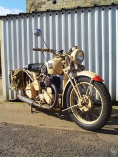 BSA Military Motorcycles of World War Two British Motorcycles, Vintage Motorcycles, Cars And Motorcycles, Bsa Motorcycle, Motorcycle Types, Classic Motors, Classic Bikes, Enfield Bike, Bike Messenger