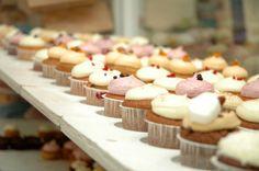 Tipos de coberturas para nuestros cupcakes. Variedad de frostings para la decoración de cupcakes, muffins y magdalenas. Fotografías de los distin...