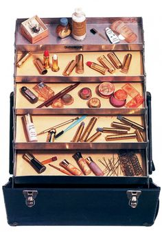 vintagegal:  Marilyn Monroe's personally owned makeup case auctioned off at Christies in 1999 for $266,500. (via)